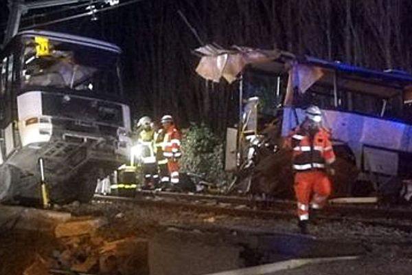 Un bus scolaire a été percuté par un train à Millas entre Perpignan et Prades - 14 décembre 2017