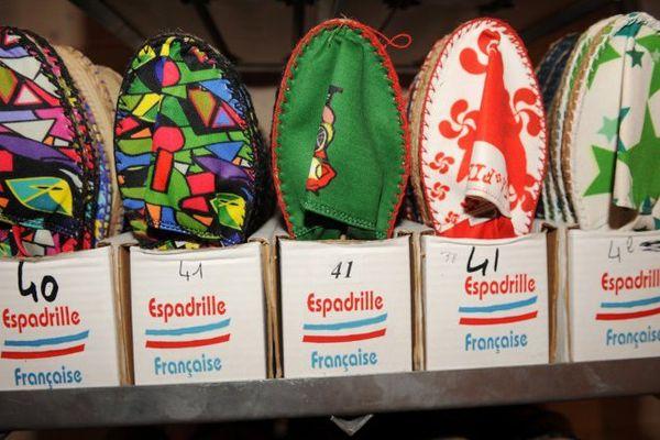 Des espadrilles fabriquées à Mauléon, qui pourront bénéficier de l'IGP lorsqu'elle aura été établie.