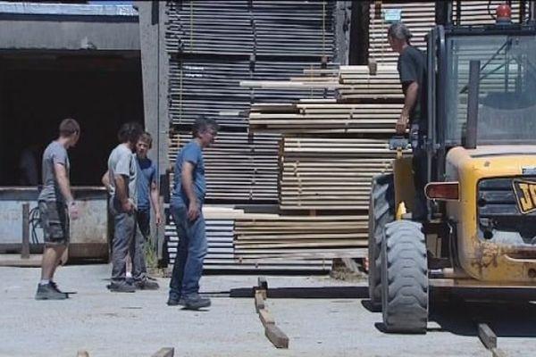 En attendant la reconstruction d'une nouvelle scierie, les salariés travailleront sur le site d'Etival