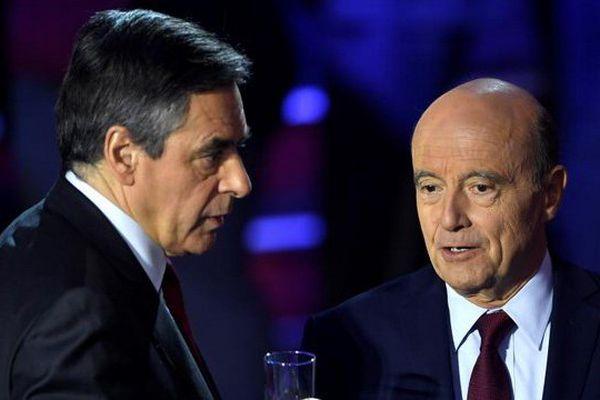 François Fillon et Alain Juppé, lors du second débat télévisé des candidats de la primaire à droite, le 3 novembre 2016.