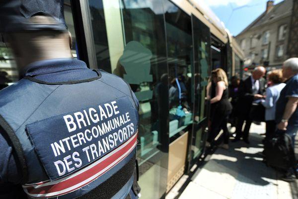 Contrôle dans le tramway d'Orléans, le 19 juin 2014 (Illustration)