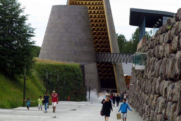L'extension du parc Vulcania fait polémique.