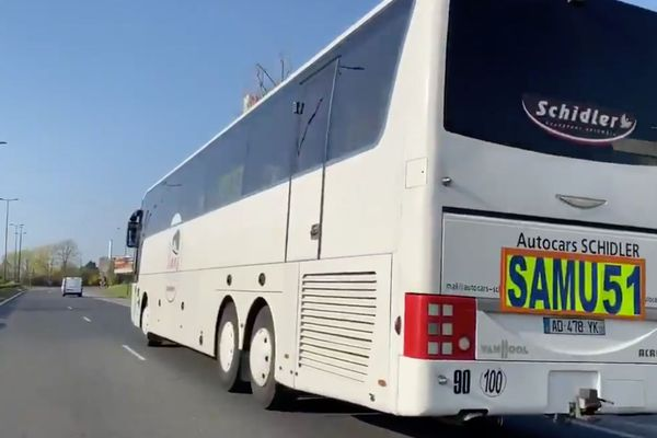 Ce bus était parti du CHU de Reims mardi 31 mars avec plusieurs patients malades du covid19 en réanimation. Il se dirigeait vers le CHRU de Tours.