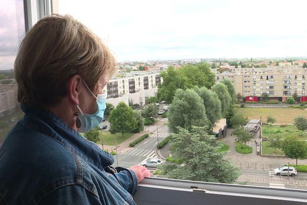 L'appartement de cette résidente donne sur la place Raoul Auzanneau, où ont lieu les incivilités.