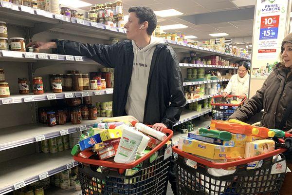 Les supermarchés resteront ouverts.