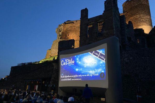 A Murol, dans le Puy-de-Dôme, le premier volet du film Kaamelott a été projeté en avant-première mardi 20 juillet.