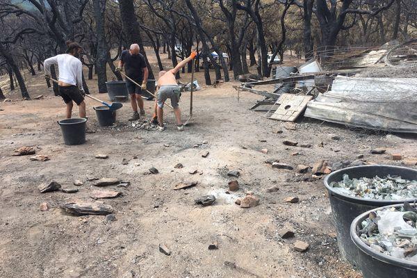 Par solidarité, plusieurs bénévoles sont venus aider depuis les villages voisins.