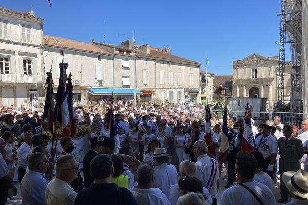 La marche blanche a réuni des centaines de personnes à Aiguillon