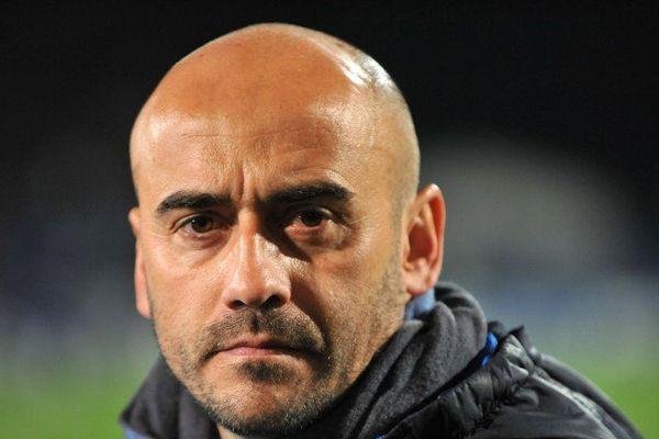 Entraîneur de l'AS Moulins depuis quatre ans, Hervé Loubat décide de quitter le club face aux difficultés rencontrées lors de la fusion avec l'As Yzeure.
