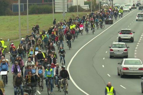 Faire du vélo sur le boulevard du BAB sera bientôt possible, même sans manifester comme ici !