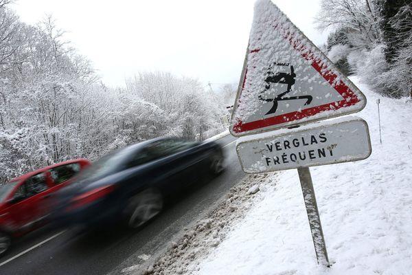 En Haute-Loire, mercredi 9 janvier, les conditions de circulation sont difficiles en raison de la neige et du verglas.
