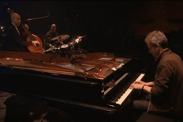 Laurent De Wilde et son trio ont donné ce mardi à Coutances un concert commenté