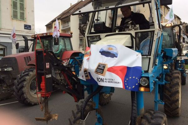 Les agriculteurs ont investi les centres-villes de Mâcon, Dijon et de Nevers, tôt ce mardi 22 octobre.