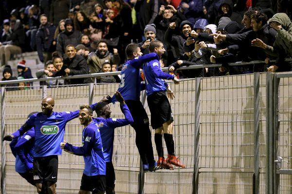 La joie des joueurs de l'Athlético Marseille après un but en 32e de finale contre Rodez.