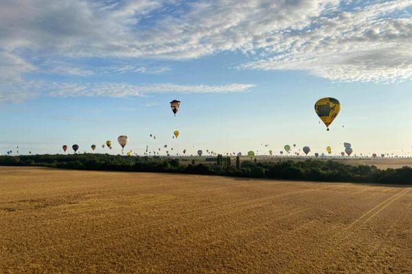 """Lors de """"La Grande Ligne"""", dimanche 25 juillet 2021 au Grand Est Mondial Air Ballons, 317 montgolfières ont survolé le ciel lorrain."""