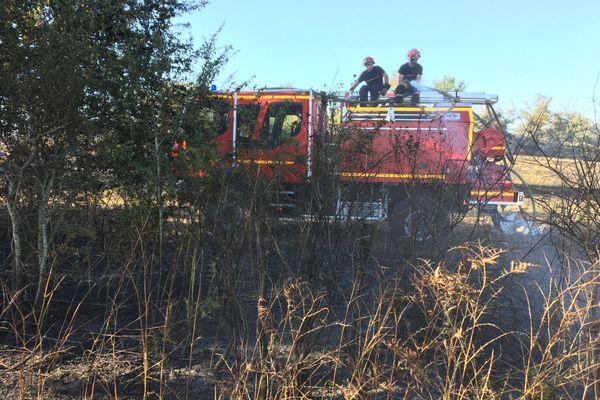 A Lussac-les-Eglises, 27 pompiers sont engagés pour lutter contre un incendie de broussailles.