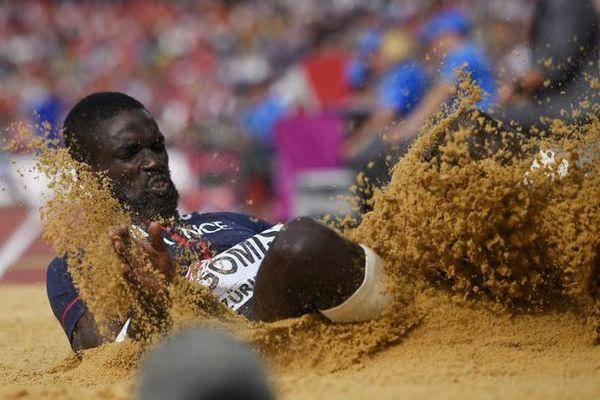 Kafétien Gomis finit sur le podium du concours de saut en longueur.
