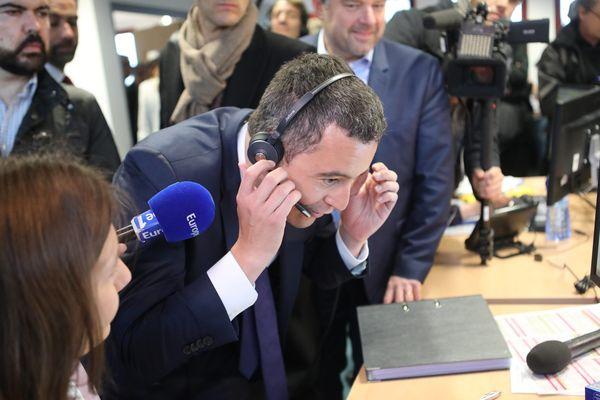 En visite dans un centre d'appel à Amiens, Gérald Darmanin a répondu aux questions des contribuables.