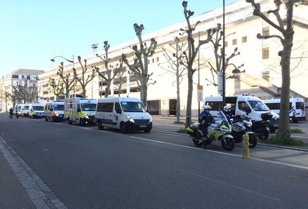 Les premières ambulances sont arrivées peu après 6H00 à la gare de Strasbourg ce 26 mars