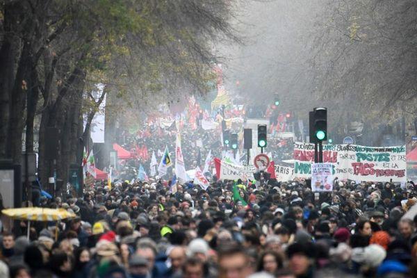 Selon la CGT, 250.000 personnes avaient défilé le 5 décembre dernier à Paris (65.000 selon le ministère de l'Intérieur).