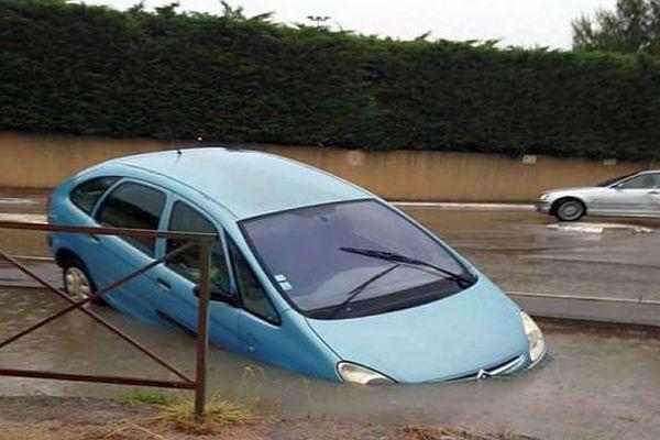 Saint-Just (Hérault) - accidents et routes sous les eaux - 12 juin 2015.