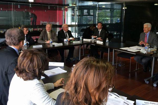 La commission nationale du débat public est réunie depuis ce matin Nantes autour de Christian Leyrit, président de la commission (ici à droite)
