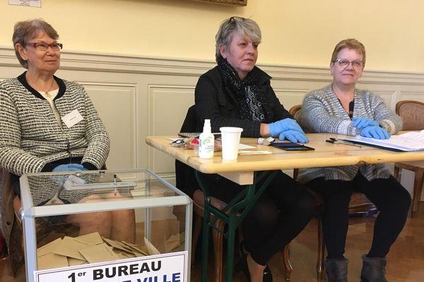 Gants et gel hydroalcoolique pour les assesseurs au Saint-Dizier