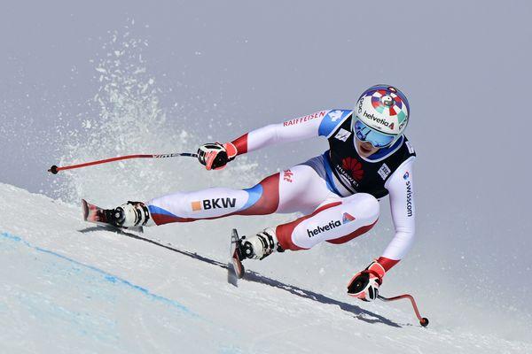 Michelle Gisin (Suisse) en action lors de la course de descente féminine de la Coupe du monde de ski alpin FIS à Crans-Montana, le 22 janvier 2021.