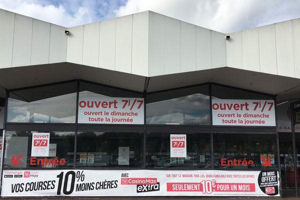 Ce jeudi 17 octobre, le juge des déférés du tribunal de grande instance d'Angers a interdit au prestataire de Géant Casino d'employer des animatrices le dimanche après 13 heures.