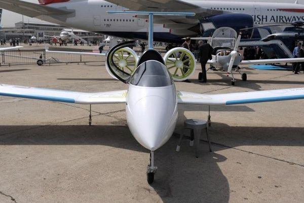 Présentation de l'E-Fan à l'aéroport du Bourget le 18 juin 2013, pendant le 50e salon international de l'aéronautique