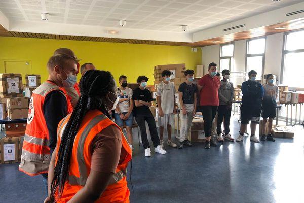 """Nîmes - La classe """"option Croix-Rouge"""" du lycée Frédéric Mistral a réalisé une collecte pour le Samu Social - 01.06.21"""