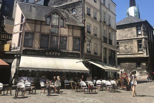 Les Rouennais ont enfin pu profiter des terrasses.