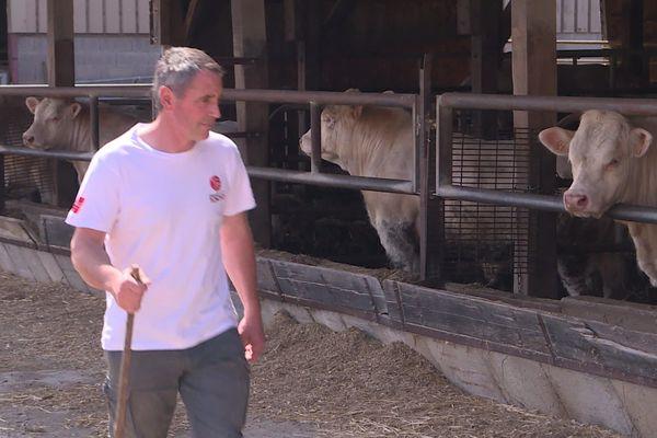 Emmanuel Bernard est éleveur bovin à Cercy-la-Tour dans la Nièvre