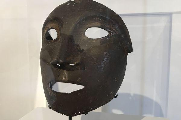 L'homme au masque de fer est au coeur d'une exposition au large de Cannes. Le Masque de Langres ici sur la photo est exposé pour la première fois hors de son musée d'origine. Il a été retrouvé dans un grenier en 1855.