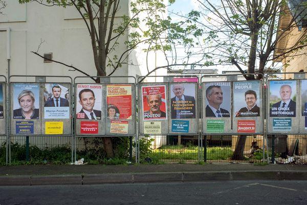 En 2017, il y a 11 candidats à l'élection présidentielle : François Fillon, Benoît Hamon, Jean Lassalle, Marine Le Pen, Nicolas Dupont-Aignan, Jacques Cheminade, François Asselineau, Nathalie Arthaud, Emmanuel Macron, Jean-Luc Mélenchon et Philippe Poutou.