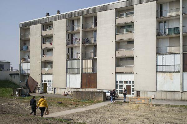 Reims. Dans cet immeuble désaffecté, les exilés rencontrent des conditions de vie très précaires.