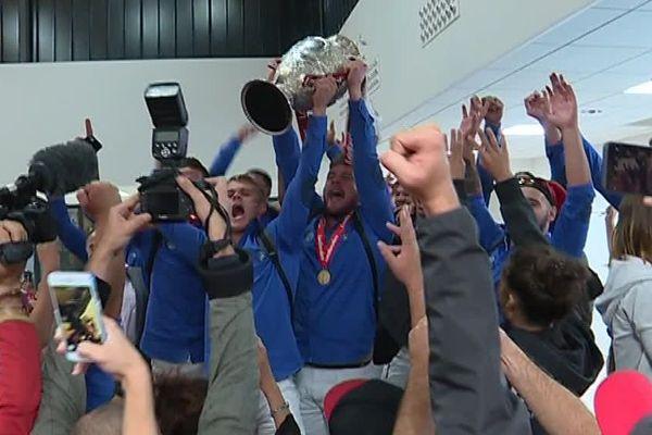 La mythique Cup est désormais entre les mains des Dragons Catalans depuis leur victoire en finale de Challenge Cup samedi 25 août 2018