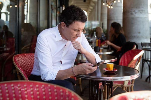 Benjamin Griveaux à la table d'un café parisien, en septembre dernier (illustration).