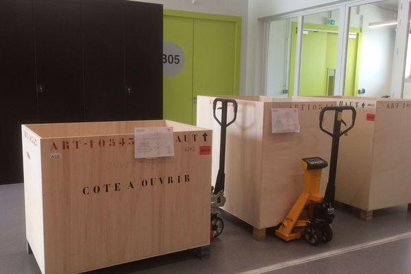 Un premier transfert des collections en réserve du Musée Ste-Croix de Poitiers a commencé en avril dernier.
