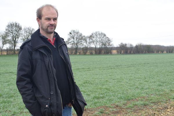 Sébastien Péras, agriculteur céréalier, sur son exploitation d'Ourouer-les-Bourdelins.