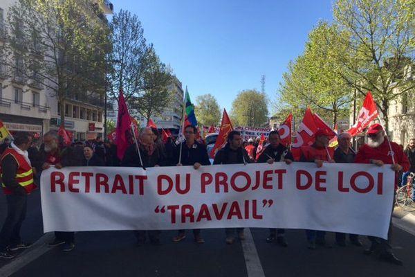 1er mai 2016, 1000 personnes ont défilé dans les rues de Tours
