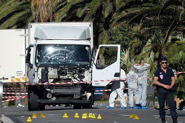 Mohamed Lahoueij-Bouhlel a foncé sur la foule avec ce camion de 19 tonnes.