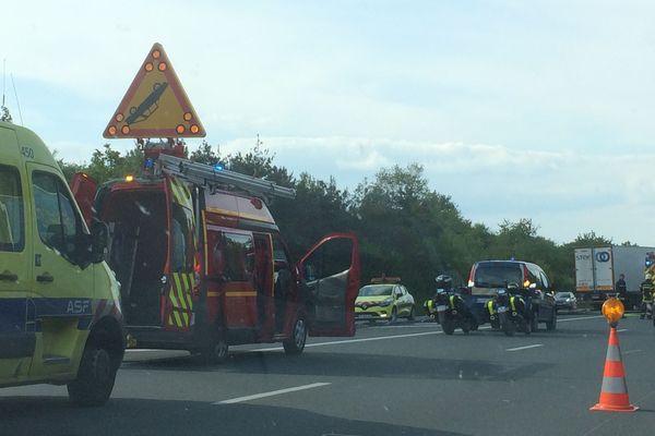 Les lieux de l'accident à hauteur de Doeuil-sur-le-Mignon, sur l'A10 ce 3 mai 2018