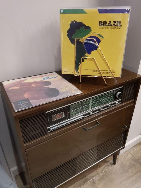 Découverte des musiques du monde avec une sélection de disques vinyle.