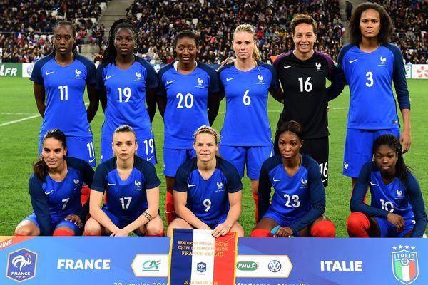Les fille de l'équipe de France avant leur match amical (1-1) contre l'Italie fin janvier.