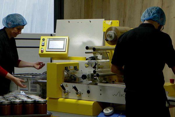Dans le laboratoire de Cocoa Valley, en Haute-Savoie