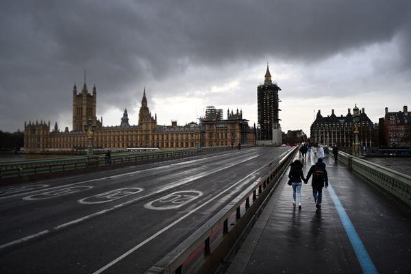 Le confinement qui débute ce dimanche concerne Londres et tout le sud-est du pays. Conséquence : impossible pour les Anglais vivant dans cette zone de se retrouver pour les fêtes de Noël.
