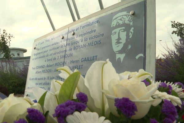 La stèle en hommage aux cinq aviateurs refusant l'armistice de 1940 qui partirent pour l'Angleterre le 17 juin 1940. Là-bas, il retrouvèrent le Général De Gaulle.