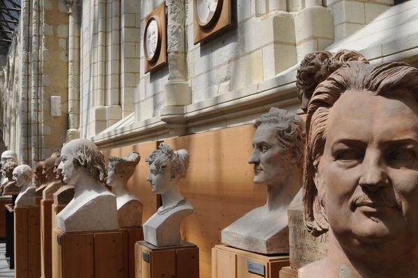 Les bustes des héros de son temps