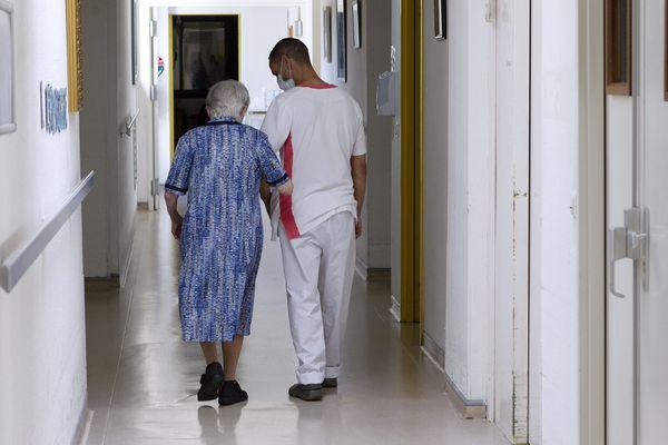 Illustration. Le plan d'urgence du département doit aussi venir en aide aux personnes chargées de prendre soin des plus fragiles.